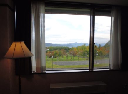 八幡平ホテルの窓からの紅葉